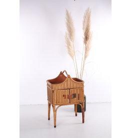 Mooi Bohemian bijzettafel of kastje gemaakt van Bamboe en rotan