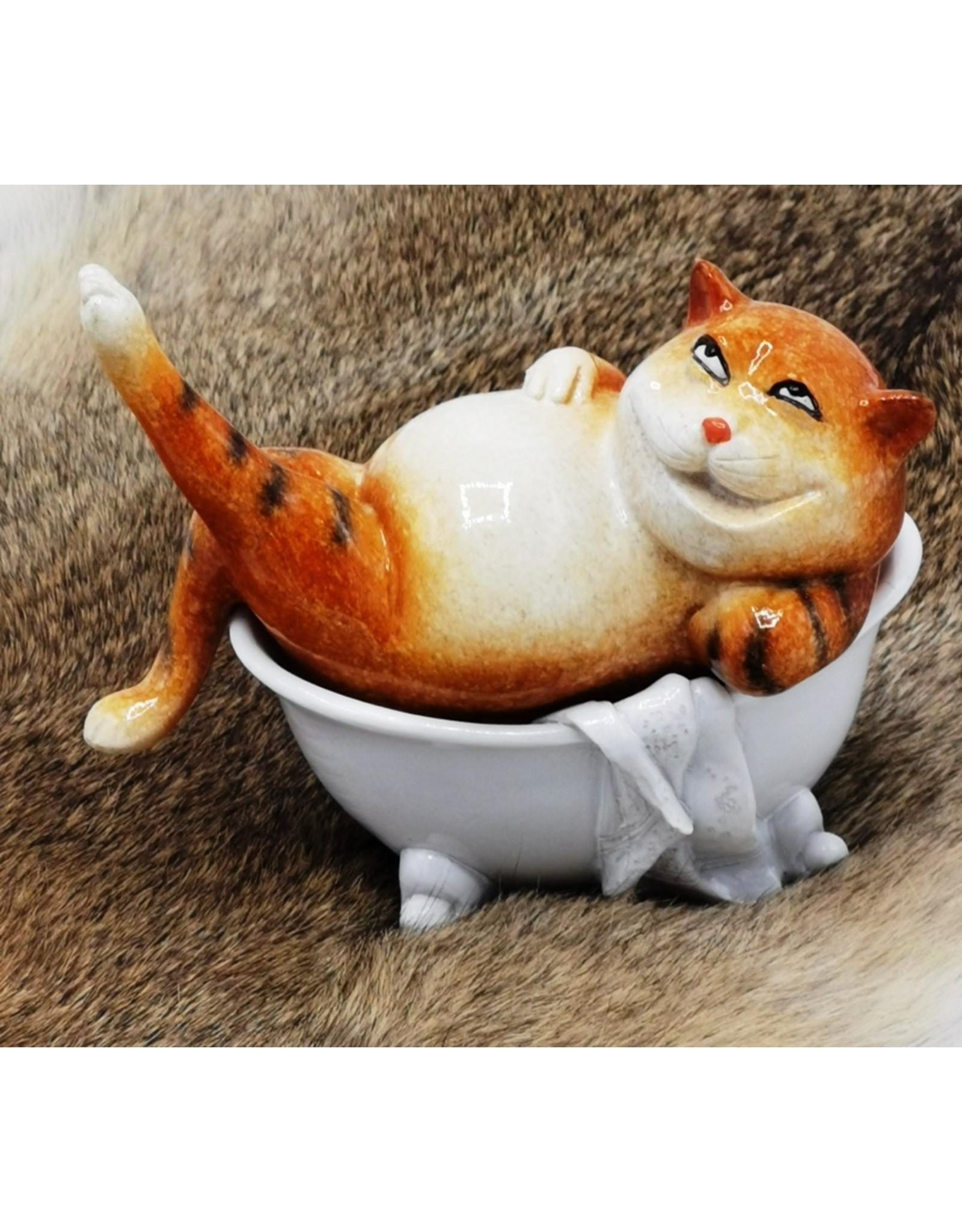 Rode Kat in Badkuip beeld Giftware, beelden, collectables - Rode Kat in Badkuip beeld - 13cm, polyresin