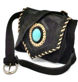 Heuptas-festivaltasje-koeienhuid Suede waist bag with cowhide and turquoise stone