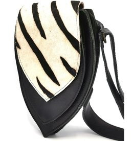 Leren heuptas met koeienhuid Leather waist bag with cowhide (zebra print)