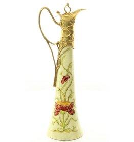 Unieke porseleinen karaf met brons Unieke porseleinen karaf gemonteerd met brons en handbeschilderd