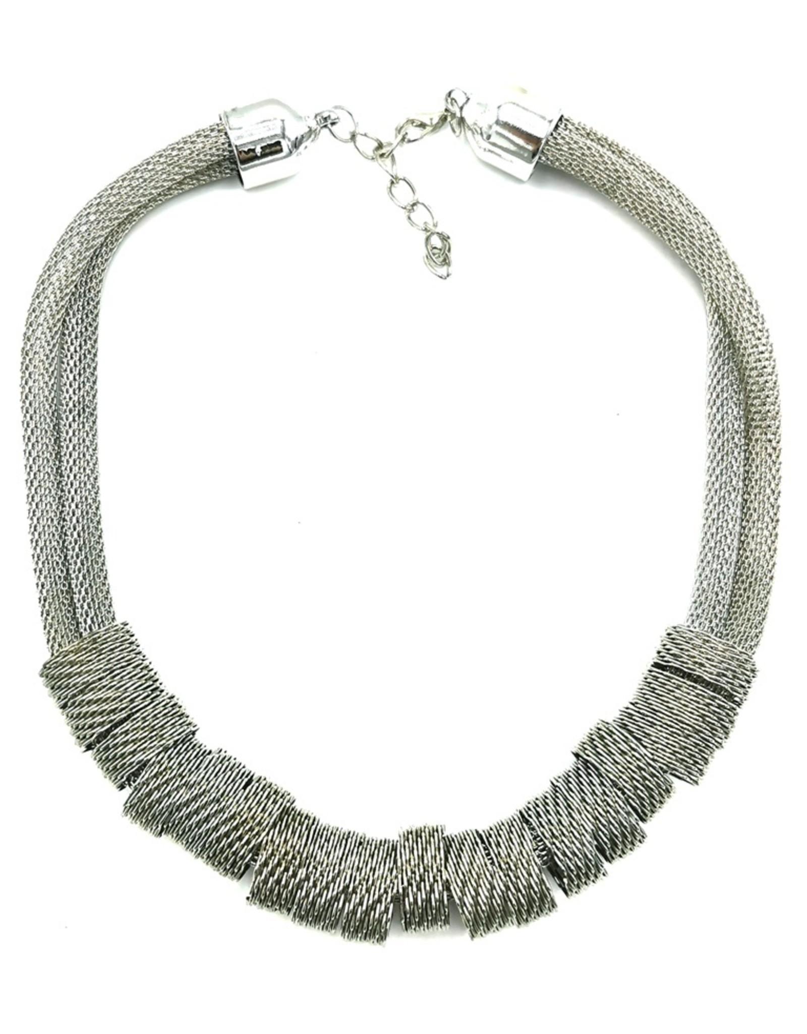 Trukado Sieraden -  Gevlochten design halsketting - zilverkleurig en nikkelvrij