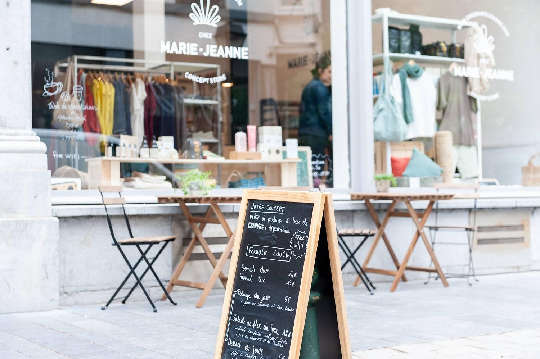 Bienvenue Chez Marie-Jeanne, le seul commerce 100% chanvre de Belgique ! Venez découvrir les propriétés et bienfaits multiples du chanvre dans notre nouveau concept store à Liège.