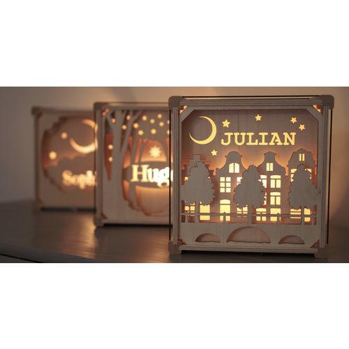 Houtlokael Houten lamp met eigen naam - Vlinders