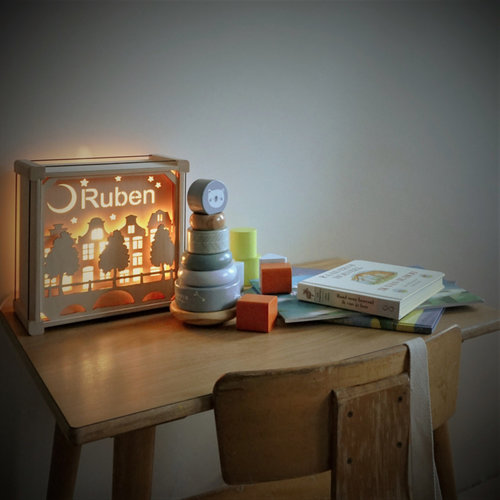 Houtlokael Houten lamp met eigen naam - Stil op Straat