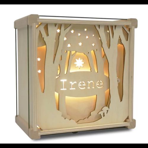 Houtlokael Houten lamp met eigen naam - Tussen de Bomen