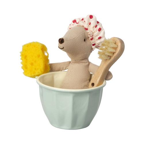 Maileg Maileg Wellness Set - Zus muis in bad met koffertje met jurkjes en accessoires