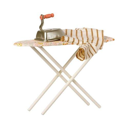 Maileg Maileg strijkplank met strijkijzer