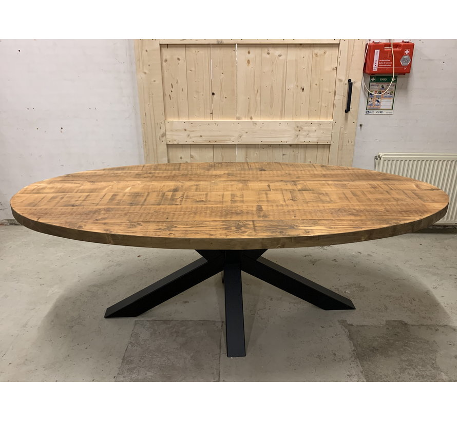 Ovale tafel oud hout met stalen onderstel, ervaar de sfeer!