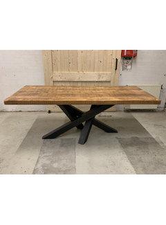 Doinq Eettafel rechthoekig oud hout met stalen onderstel