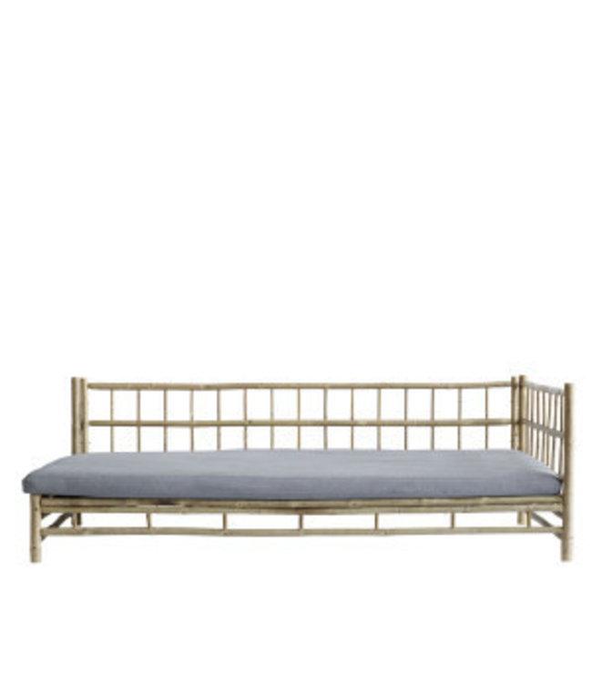 Bamboe lounge bed met grijze matras, links