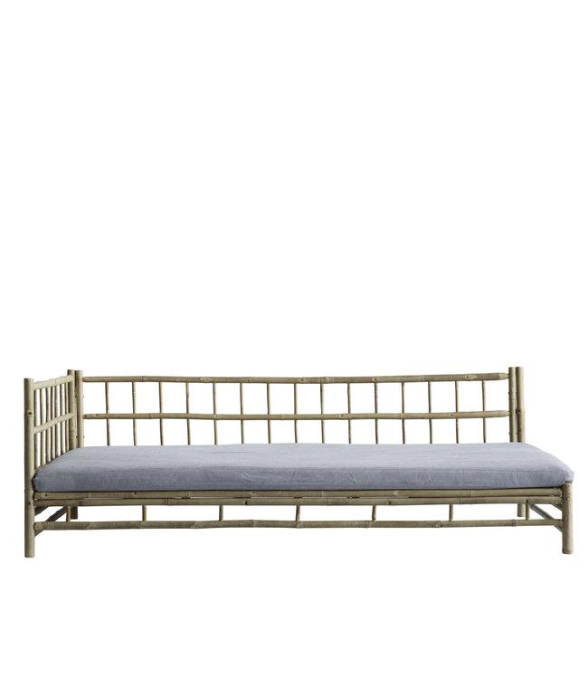 Bamboe lounge bed met grijze matras, rechts