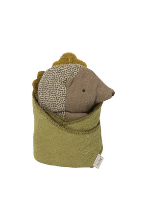 Maileg Baby hedgehog w. leaf
