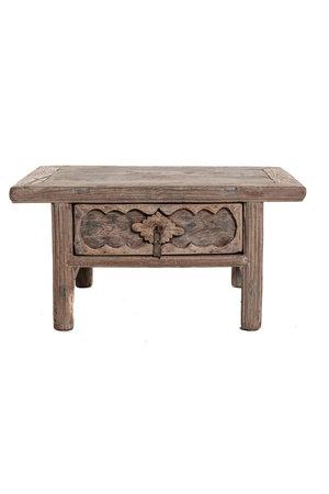 Laag tafeltje met gesculpteerde lade
