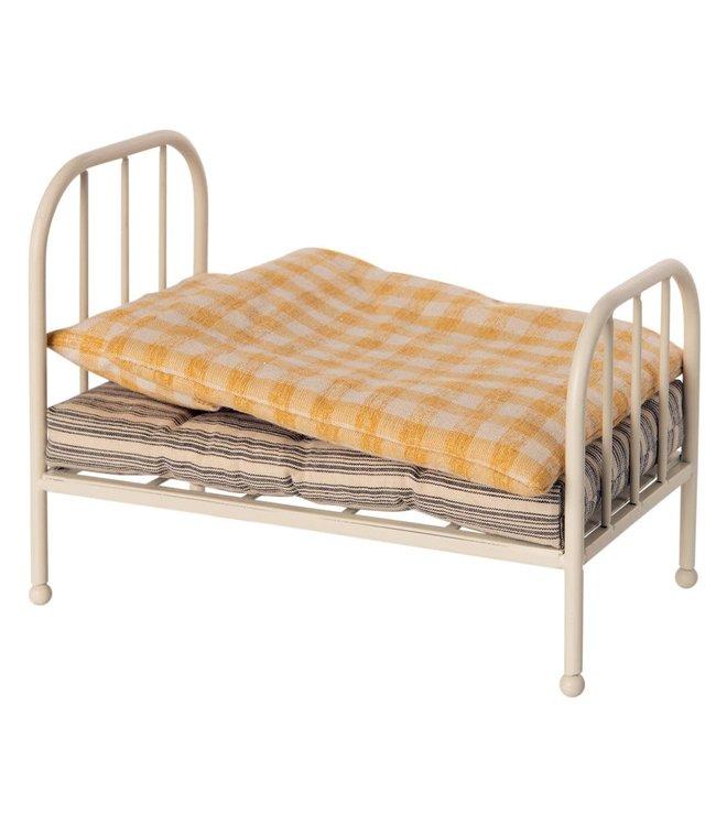 Vintage bed, teddy junior