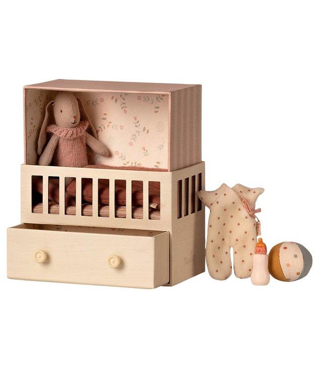 Baby room w. micro bunny