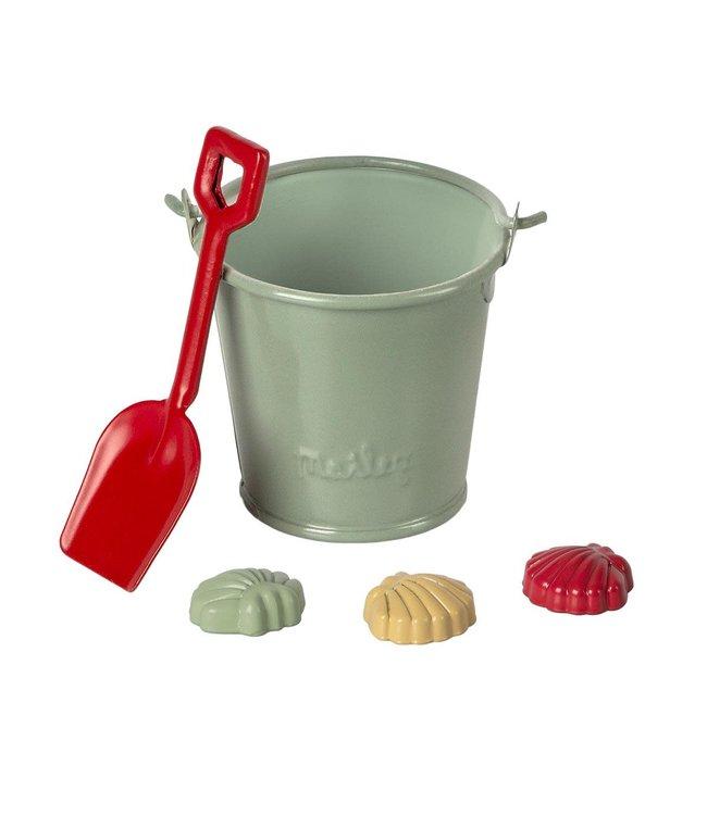 Beach set - shovel, bucket & shells