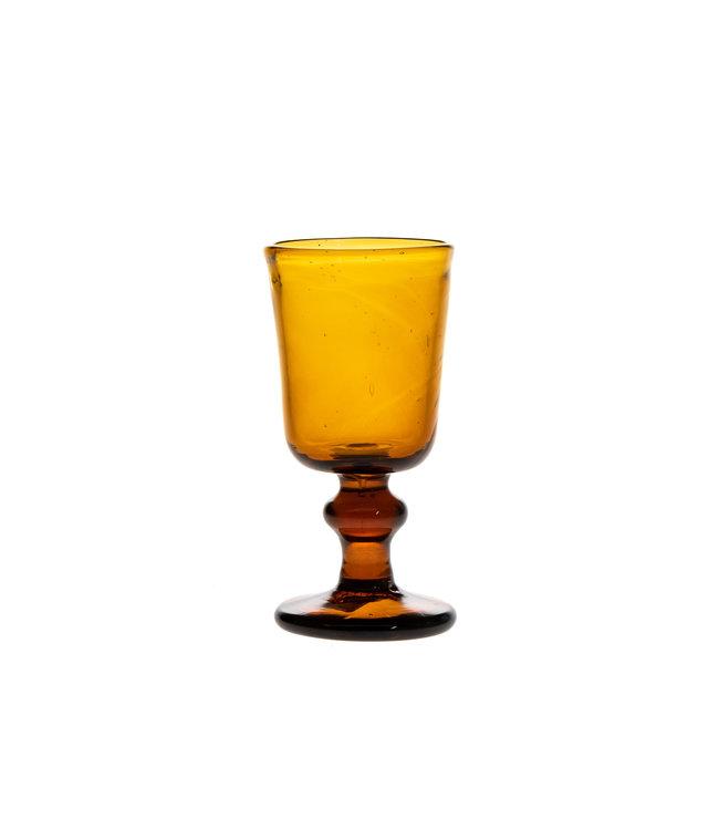 Mondgeblazen glas met hoge voet - amber