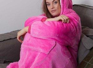 Nieuwe chill outfit: snuggie fleece deken met mouwen!