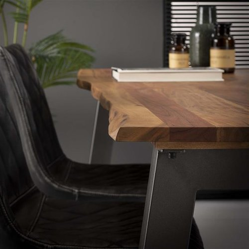 Dining room table 210 edge