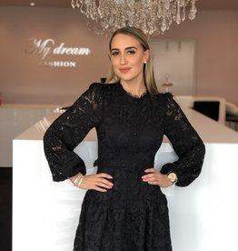 Lange mouw kant zwart jurkje