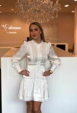 Wit glazend jurkje