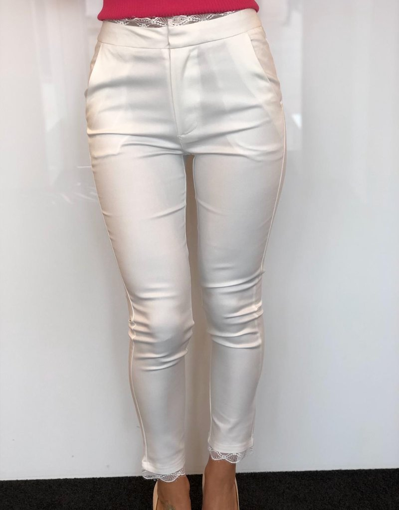 Pantalon met kant