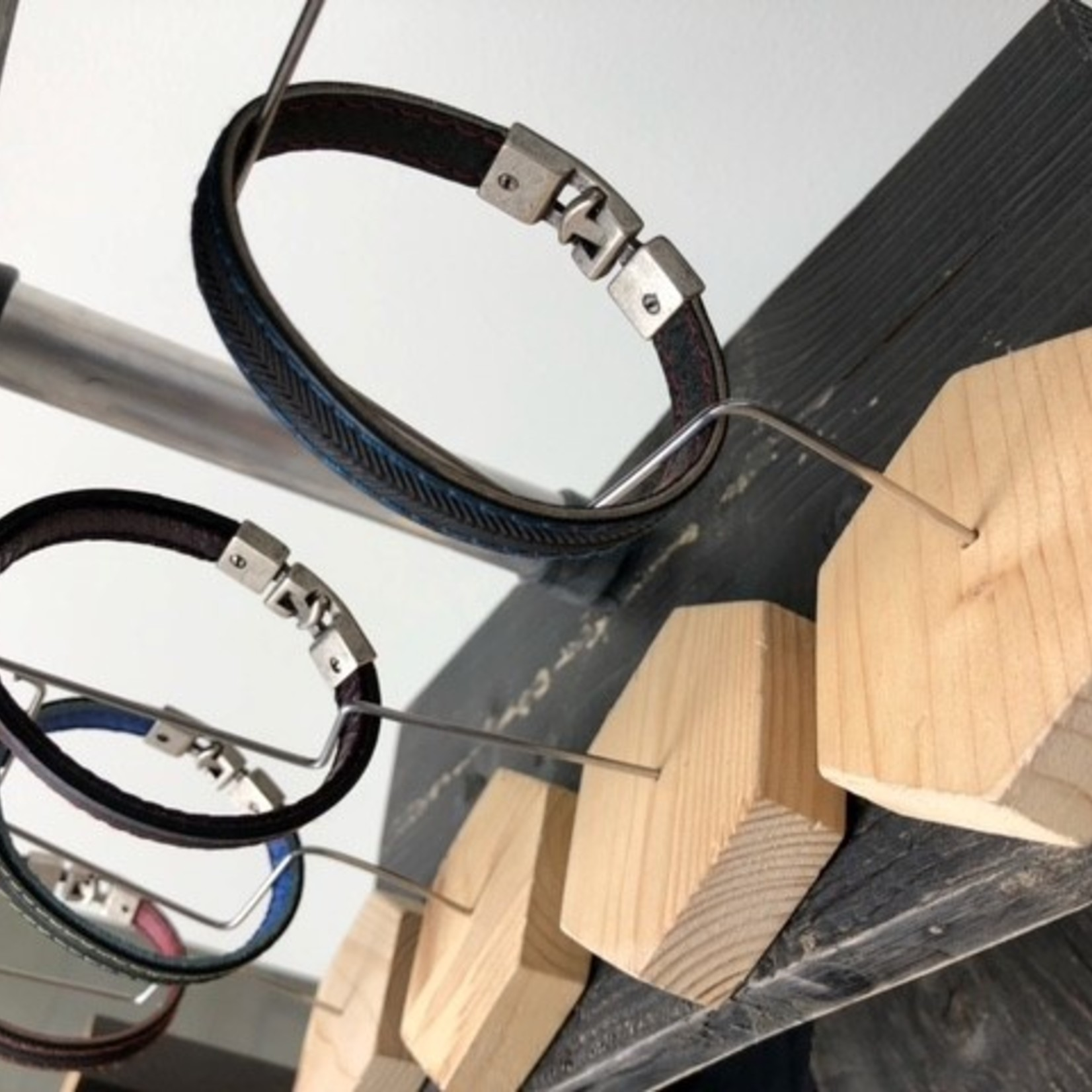 Cycled bracelet z/b/w