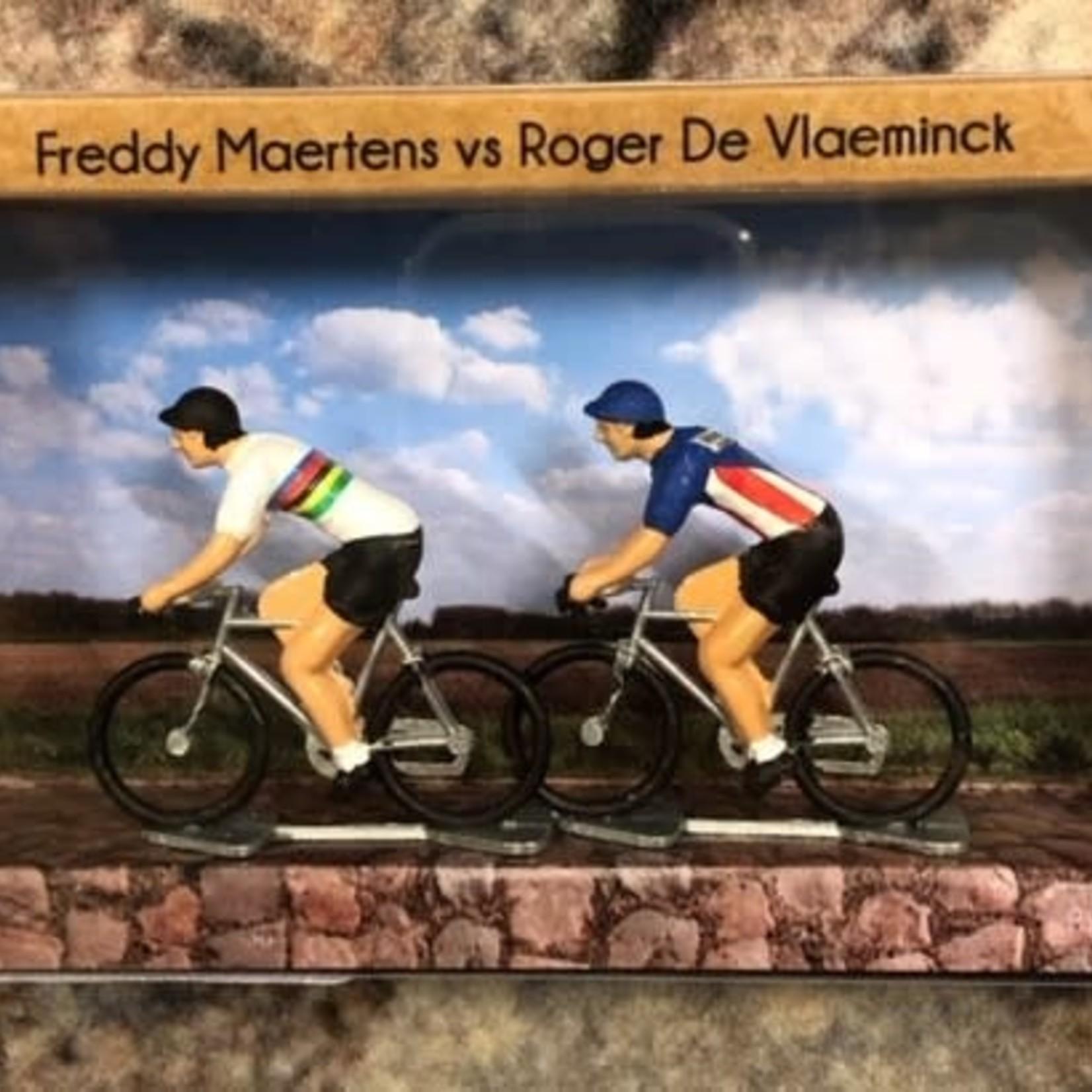 Miniature cyclists 'Freddy vs Roger'