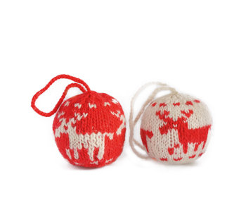 Kerstbal gebreid hert rood-wit