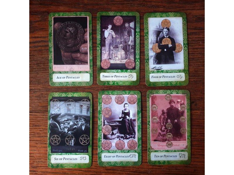 Antiquarian Tarot & Boek