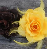 Bruine en gele corsage bloem