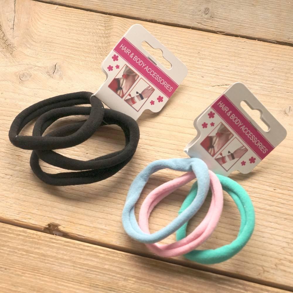 Kleurige en zwarte elastieken