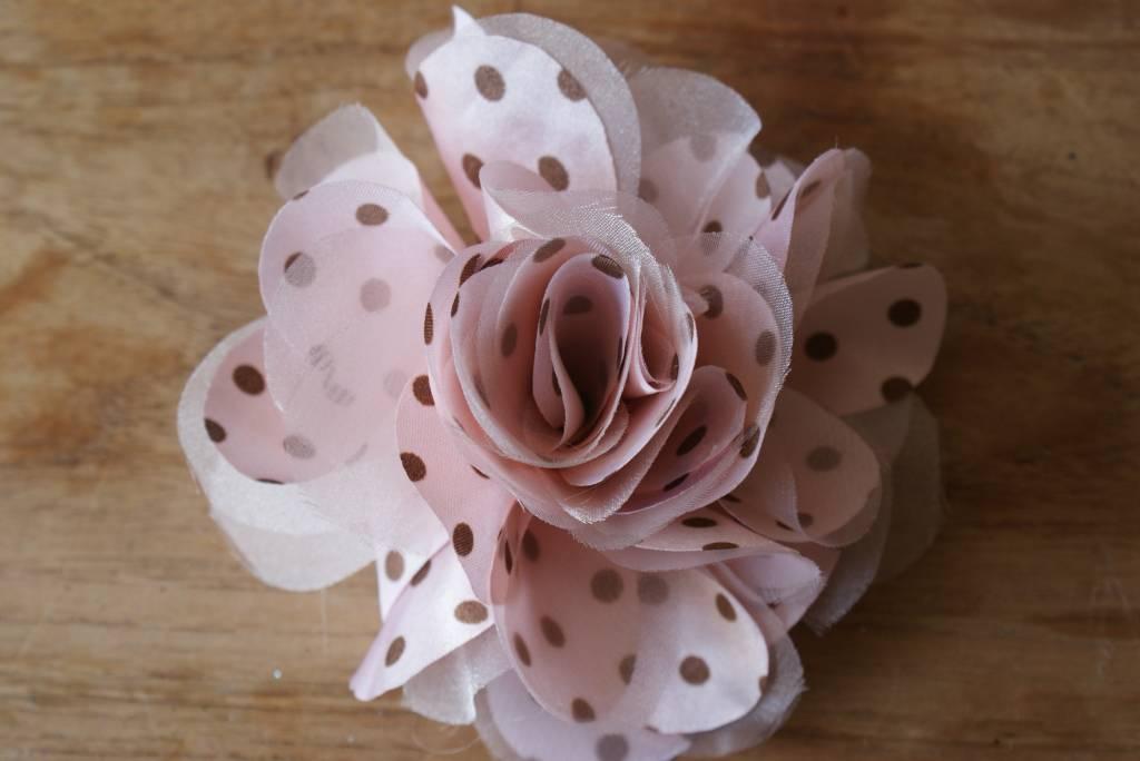 Roze bloem met stippen