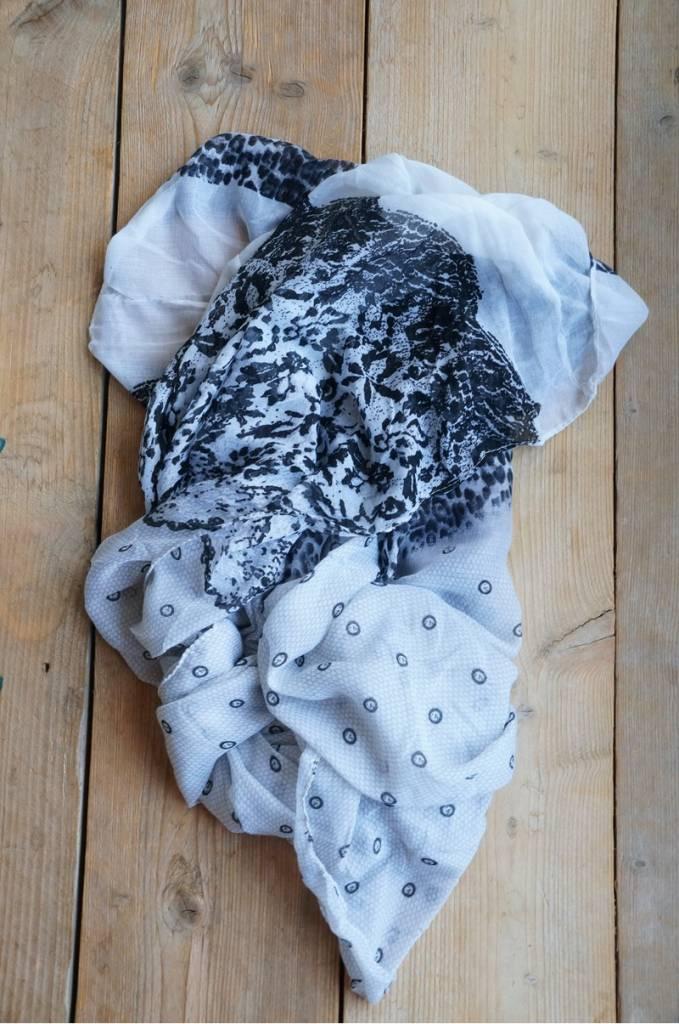 Zwart witte colsjaal