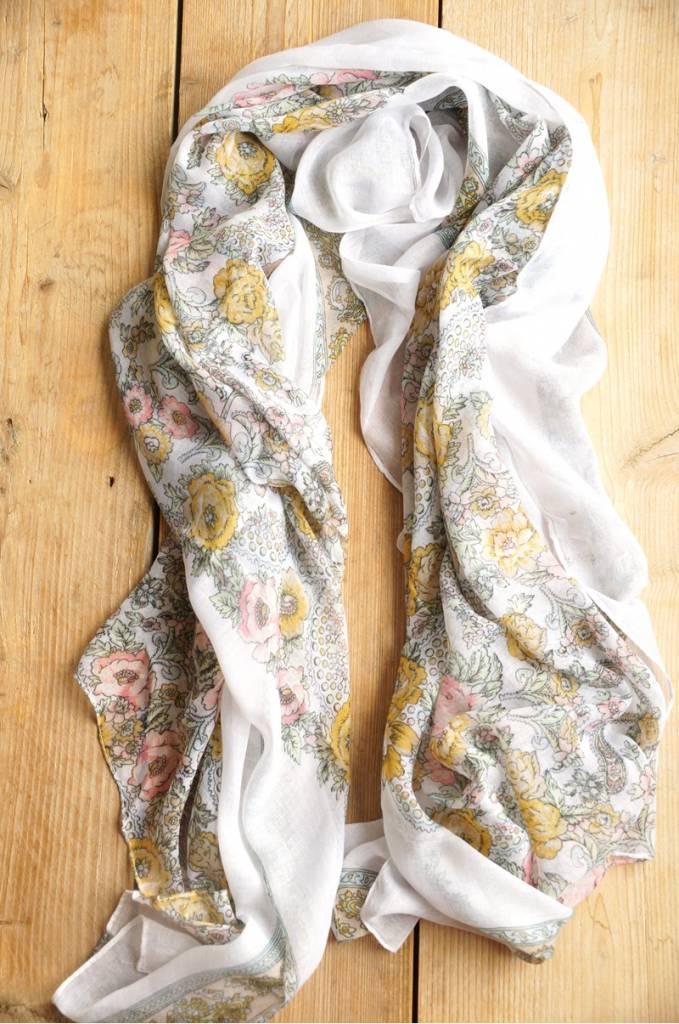 Witte sjaal met bloemetjes