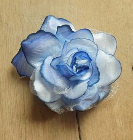 Lichtblauwe corsage