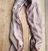 Lange beige sjaal