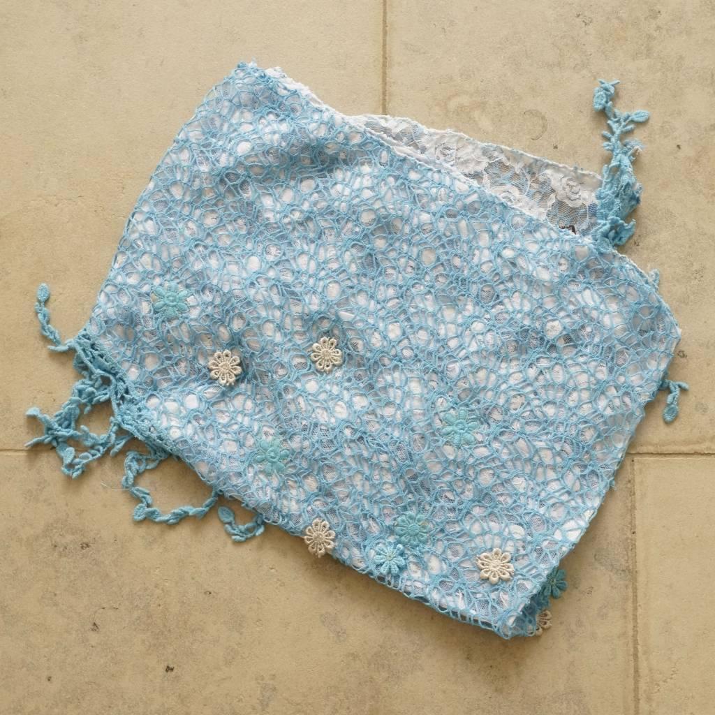 Licht blauwe kanten sjaal