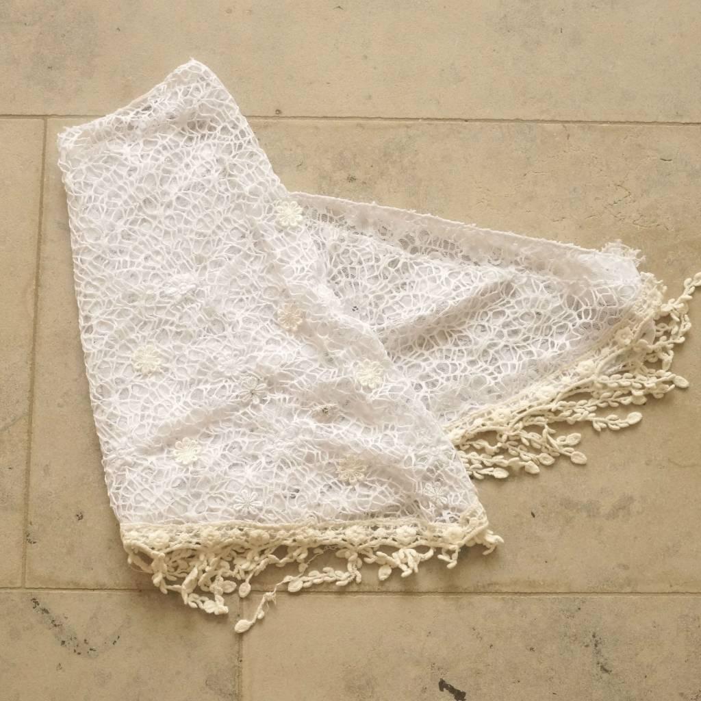 Witte kanten sjaal