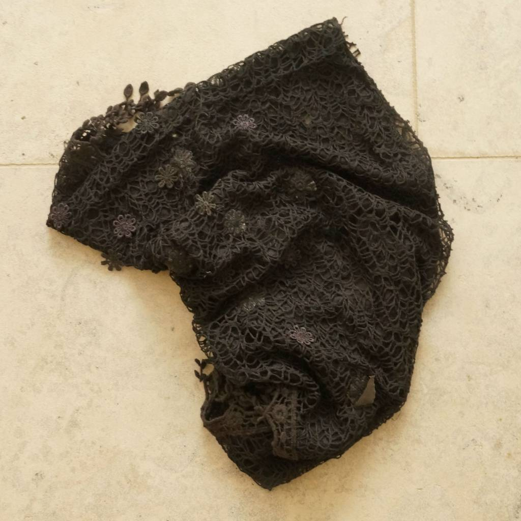 Zwarte kanten sjaal