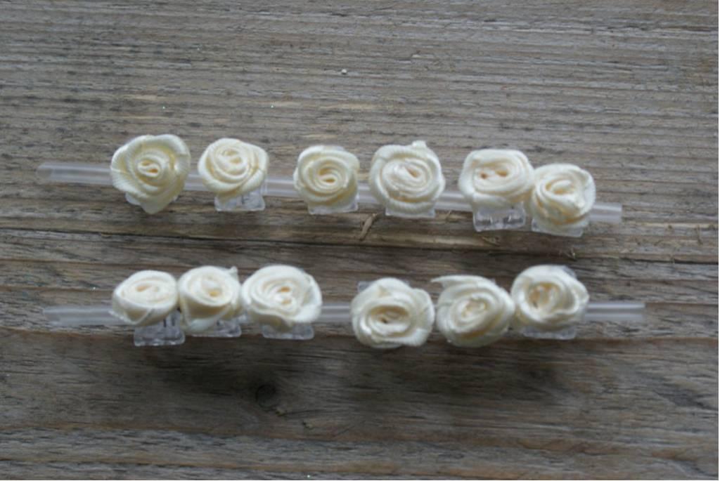 Klemmetjes met cremekleurige roosjes (12)
