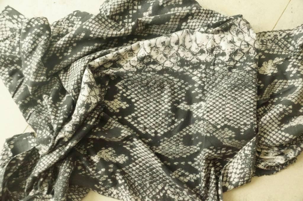Grijze sjaal snake