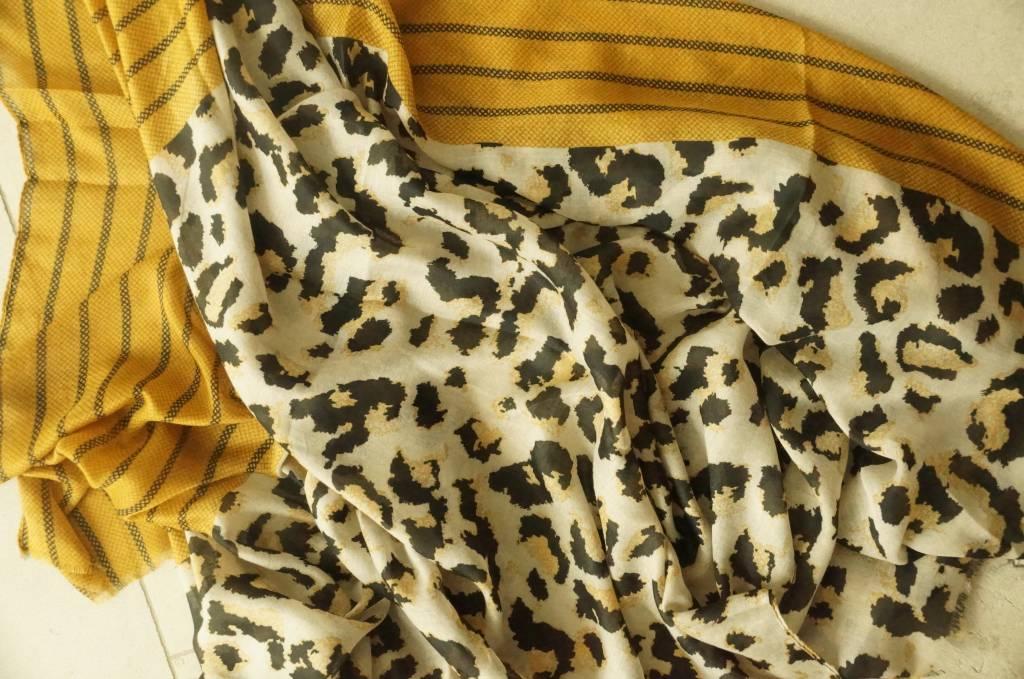 Okergele sjaal leopard