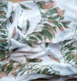 Witte sjaal met groene veren