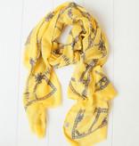 Gele sjaal met kettingprint