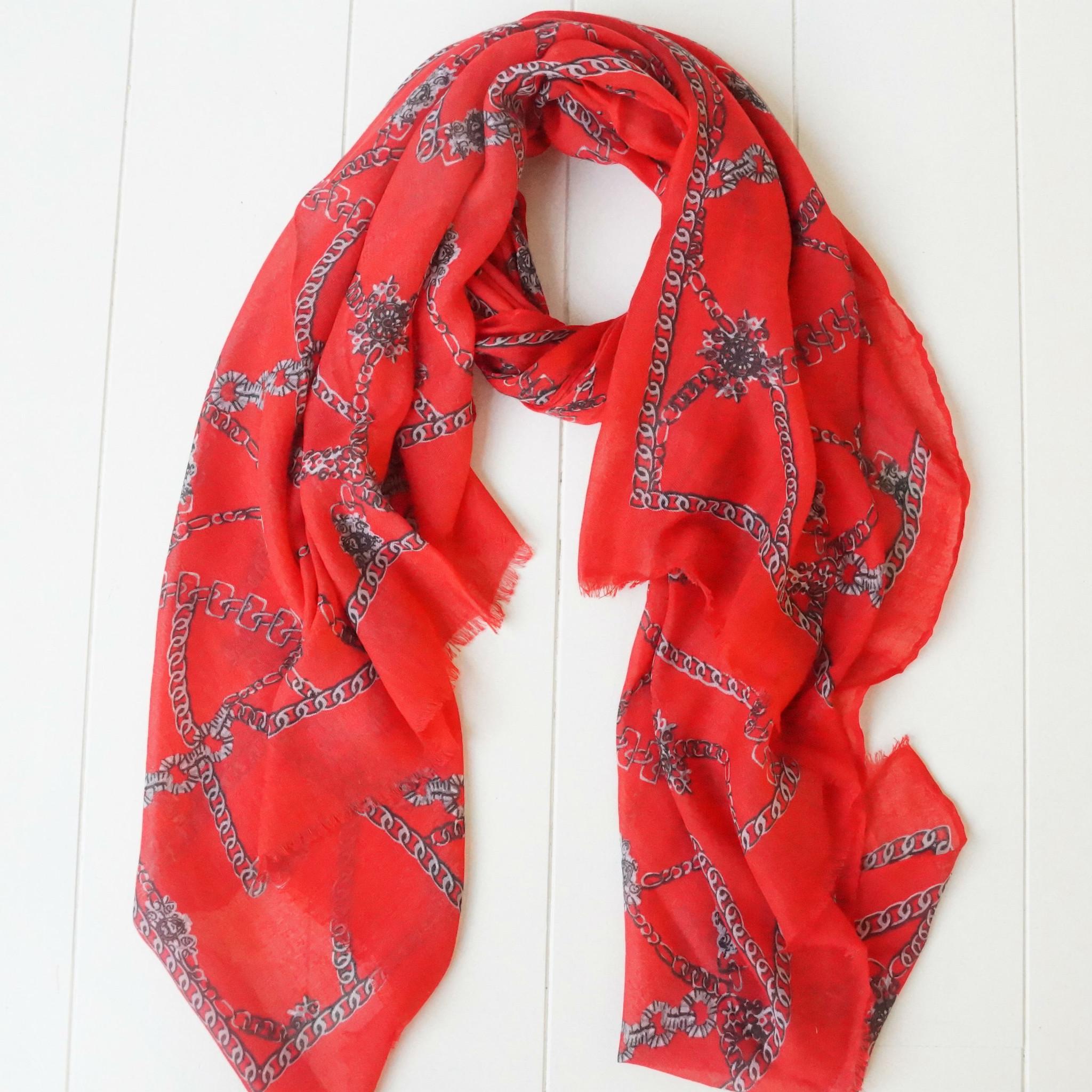 Rode sjaal met kettingprint
