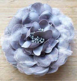 Antrecietgrijze bloemcorsage