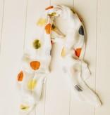 Sjaal met gekleurde balletjes