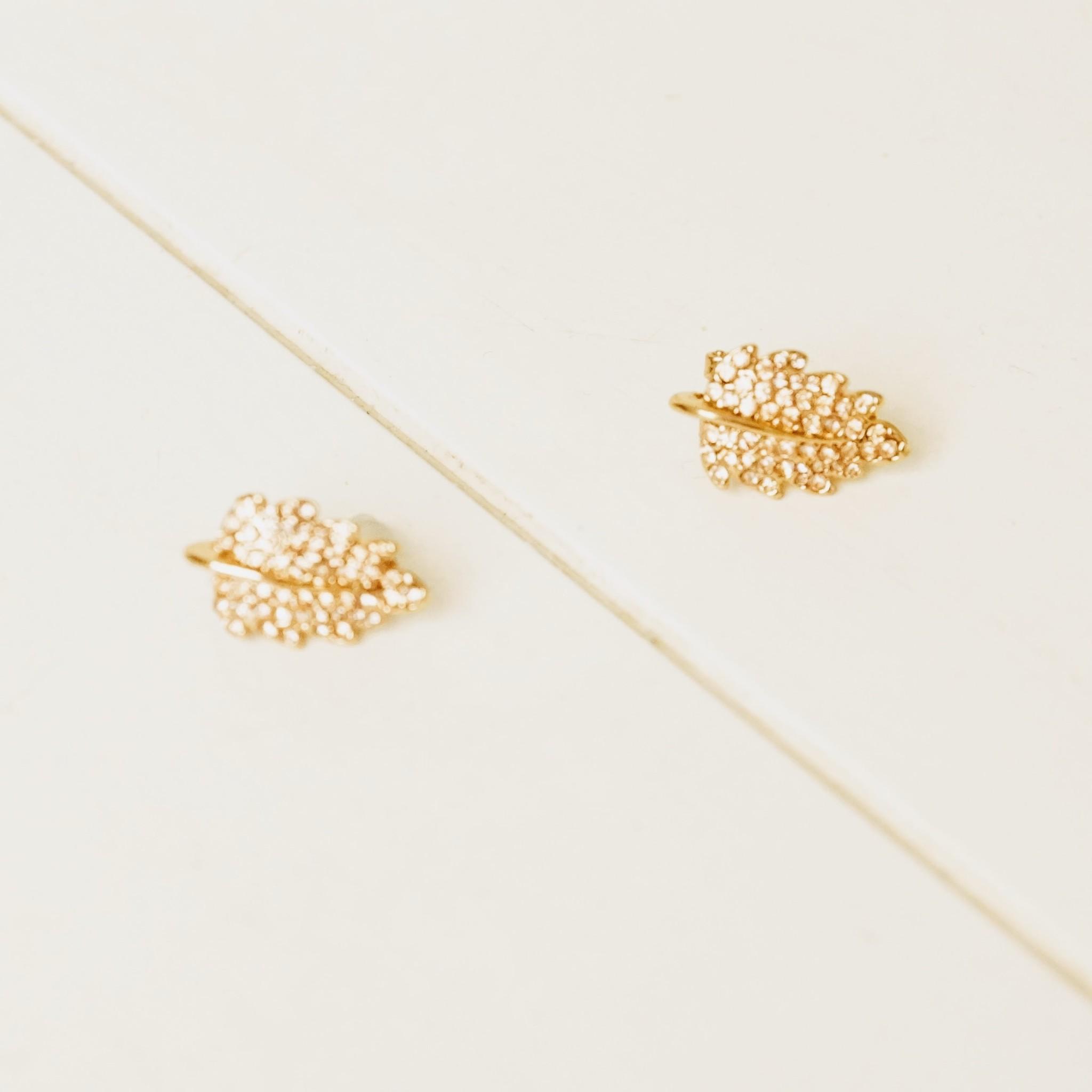 goudkleurige strassoorbelletjes blaadjes